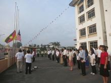 Raising the National Flag | 升国旗
